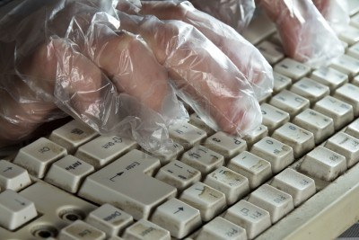 dirty-computer-keyboard-used-with-gloves